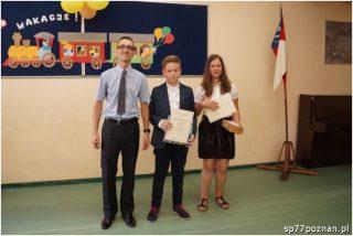 Laureaci Matematycznej Ligi Zadaniowej wroku szkolnym 2015/2016 wraz zorganizatorem konkursu