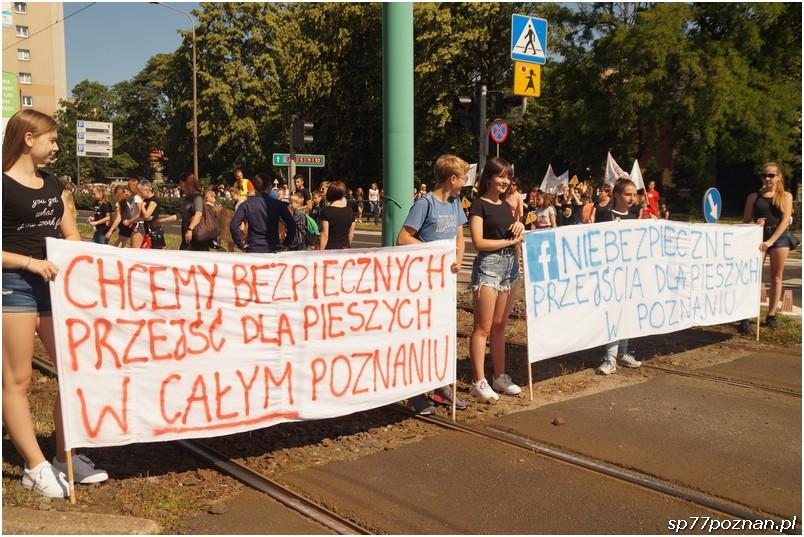 """Manifestacja """"Bezpieczne przejścia dla dzieci"""""""